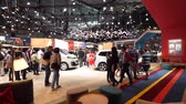 sala de exposição : PARIS, FRANCE - OCT 4, 2018: Wide angle view of customers curious people admiring new luxury cars at Citroen car maker stand at International car exhibition Mondial Paris Motor Show,