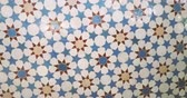 arabesco : Slow rotation over beautifully crafted arranged patter of tiles inside the Strasbourg Great Mosque or Grande Mosquee de Strasbourg Vídeos
