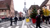 policista : STRASBOURG, FRANCE - DEC 8, 2018: Police surveilling the entrance to Strasbourg Christmas Market in Strasbourg during winter holiday - city center surveillance