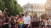 sexualität : STRASBOURG, FRANCE - CIRCA 2018: Cinematic flare over large crowd of people waving rainbow flags at annual FestiGays pride gays and lesbians parade marching on French streets dancing fun party atmosphere Videos