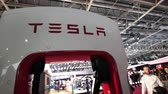 プラグ : PARIS, FRANCE - OCT 4, 2018: Tesla supercharger station for quick 480-volt fast-charging charging of Tesla cars at car motor expo exhibition show