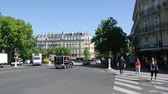 úzký : Paris, France - Circa 2017: Rue Gay-Lussac street and Place Edmond Rostand with cars pedestrians public transportation buses on a warm sunny day people commuting in Paris Dostupné videozáznamy