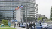 karşı : Strasbourg, France - Apr 28, 2019: Establishing shot of European Parliament headquarter being secured by police gendarmerie officers at entrance during Yellow Vests movement on Saturday Stok Video