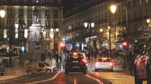 autor : Lisbon, Portugal - Circa 2019: Cinematic establishing shot of Praca Luis de Camoes at night with traditional taxis cars, pedestrians, people walking discovering the city Stock Footage