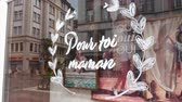 caligrafia : Paris, France - Circa 2019: Pour toi maman translated as For you mother - special discounts in stores for Mothers Day - Fete des Meres in the shoe store Bocage