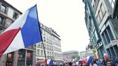 trófea : STRASBOURG, FRANCE - JULY 15, 2018: Thousands of people marching through the streets to express their joy after the victory of the France team against Croatia Stock mozgókép