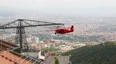 movimentar se : Airplane ride carrousel over Barcelona on Tibidabo mountain