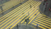 пешеход : Hong Kong - January 19 2018: Time Lapse of Cars Traffic and People Crowd on Pedestrian Crossing on Nathan Road. View from above