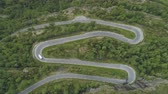 enrolamento : White Motorhome Car is Going on Winding Road in Norway. Green Forest. Aerial Vertical Top-Down View. Drone is Flying Downwards