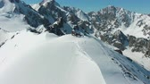 пики : People on Top of Snow-Capped Mountain in Sunny Day. Aerial View. Drone is Orbiting Counterclockwise Стоковые видеозаписи