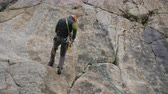 alpinista : Rappelling on Rock. Descending on Rope. Slow Motion