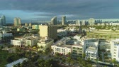 palmeiras : Miami Beach and Downtown at Sunny Morning. Urban Skyline. Cloudy Sky. Aerial View. USA