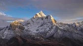 himalaia : Ama Dablam Mountain at Sunset and Twilight. Himalaya, Nepal. Timelapse Vídeos