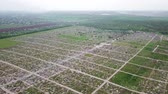 veterán : An aerial over a vast cemetery of headstones honors veterans