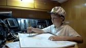 навигацион судно : Child captain of the yacht paves the route on the map Стоковые видеозаписи