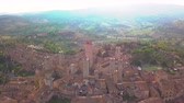 eğlenceli : Drone aerial footage of the wonderful village of San Gimignano. A Unesco World Heritage. Tuscany, Italy