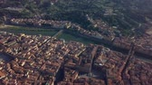 nehrin akıntılı yeri : Aerial panoramic view of Florence at sunset, Italy