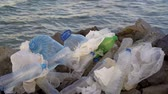 çevre : Plastic pollution in ocean environmental problem. Plastic cups,carrier bags, bottles and straws dumped in sea