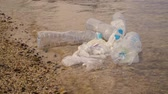 questões : Plastic pollution in ocean environmental problem. Plastic cups,carrier bags, bottles and straws dumped in sea