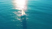 söprés : Aerial view. Yacht sailing on opened sea. Sailing boat. Yacht from above. Yachting at windy day. The Yacht. Sailboat. Stock mozgókép