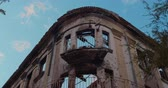 ziegel : The destroyed building after the war. Close up. Videos