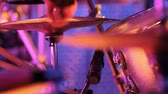 mikrofon : Close-up of Drummer Playing in front of a Crowd, Wideo