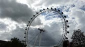 onda : Capturing full view of London Eye wheel from a distance,UK. (LONDON EYE 14) Stock Footage