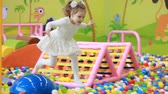 çiğnemek : Happy child girl playing on the playground with fun. Happy childhood. Kids games