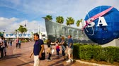 misja : Cape Canaveral, Florida, USA - DEC, 2016: People taking photo at Nasa globe in Kennedy Space Center. United States.