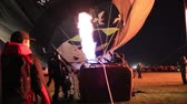 путешествие : Albuquerque, NM - October 5, 2013 - Inflating hot air baloons before sunrise at the annual Albuquerque Balloon Fiesta.