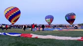 поднимать : Albuquerque, NM - October 5, 2013 - Inflating hot air baloons before sunrise at the annual Albuquerque Balloon Fiesta.
