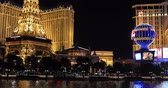 las vegas strip : LAS VEGAS, NEVADA - JANUARY 03, 2018: Bellagio fountain at night with a Paris hotel and Ballys hotel view on background