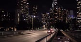 excesso de velocidade : LOS ANGELES - January 5, 2018: Downtown skyline and highway 101 at night Stock Footage