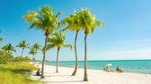 западный : People having a rest on the Smathers beach - Key West, Florida.