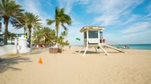 céu claro : Safeguard house at the Fort Lauderdale beach.