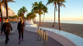 People involved in sports on the Fort Lauderdale seafront on sunrise. Stok Video
