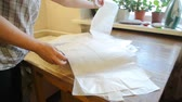 espalhando : Home seamstress lays out pattern on the table. Female hand sorted patterns.
