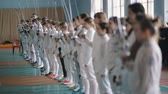 meç : young fencers with rapiers before competition
