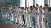 meç : many fencers with rapiers before competition