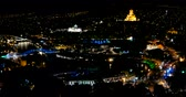 административное здание : Night panorama view of Tbilisi capital of Georgia country. Metekhi church Holy Trinity Cathedral (Sameba) and Presidential Administration at night with illumination and moving cars