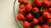 бежевый : Fresh strawberriers in the glass bowl on beige background with blank copy space. Food. Healthy diet. Full HD with motorized slider. 1080p.