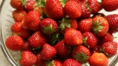 antioxydant : Fresh, ripe, juicy strawberry slide on plate - Stock Footage Full HD with motorized slider. 1080p.