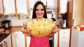picada : Woman young housewife in kitchen holds bowl full of sliced orange fruits preparing to make fresh juice or salad. Healthy eating, cooking, vegetarian food, dieting and people concept. 4K ProRes HQ codec Stock Footage