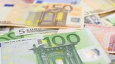 pagão : Focus on near and distant euro bills.
