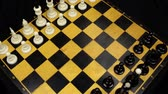 szachy : Chess pieces on a chessboard table. Panorama. Wideo