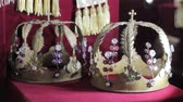 monarşi : historical crowns in the museum
