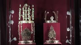 monarşi : crowns of great ancient kings and queens Stok Video