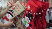 cartão de natal : Female hands touch Christmas decorations in the form of socks with drawings