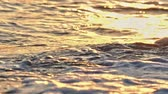 galets blancs : beach wave macro sunset slow motion