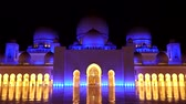 marmur : ABU DHABI, UAE - APRIL 2018: Sheikh Zayed Grand Mosque later in the evening. Timelapse.